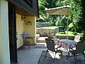 Chata Beckov - Posedenie pred chatou ,v pozadí terasy