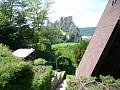 Chata Beckov - Výhľad na hrad z altánku